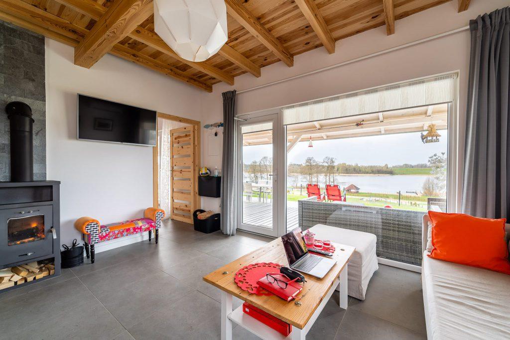 Domek Czerwony salon widok na taras