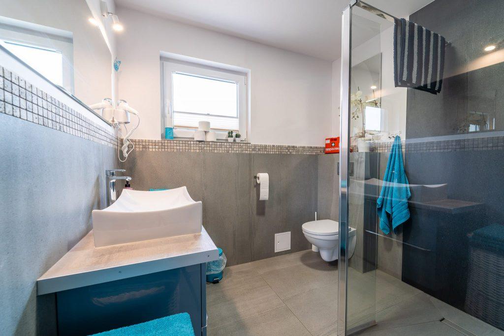 Domek Niebieski łazienka kabina prysznicowa