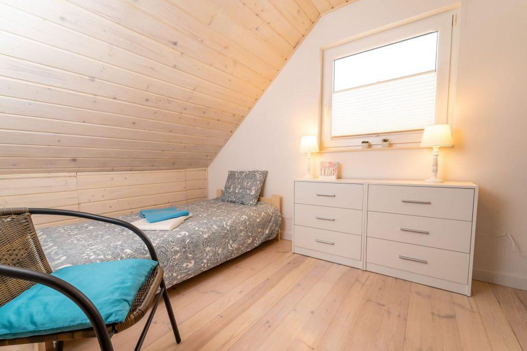 Domek Niebieski sypialnia na piętrze
