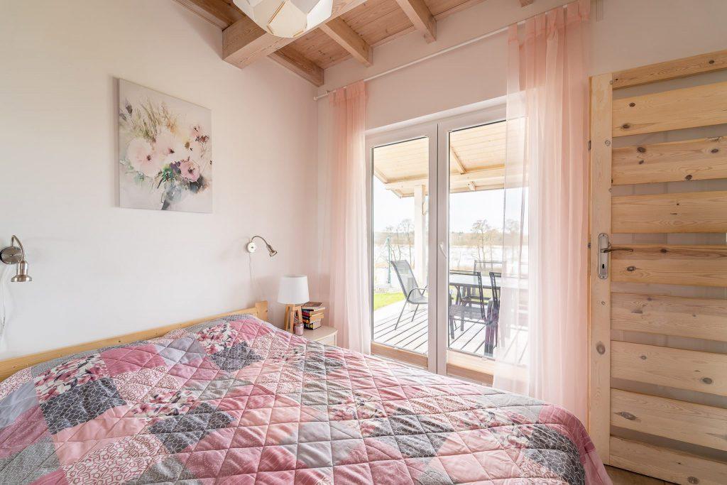 Domek Różowy duże łóżko